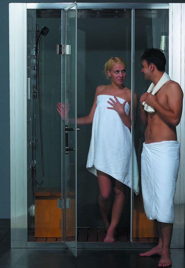 Фото парень девушка парень в ванной