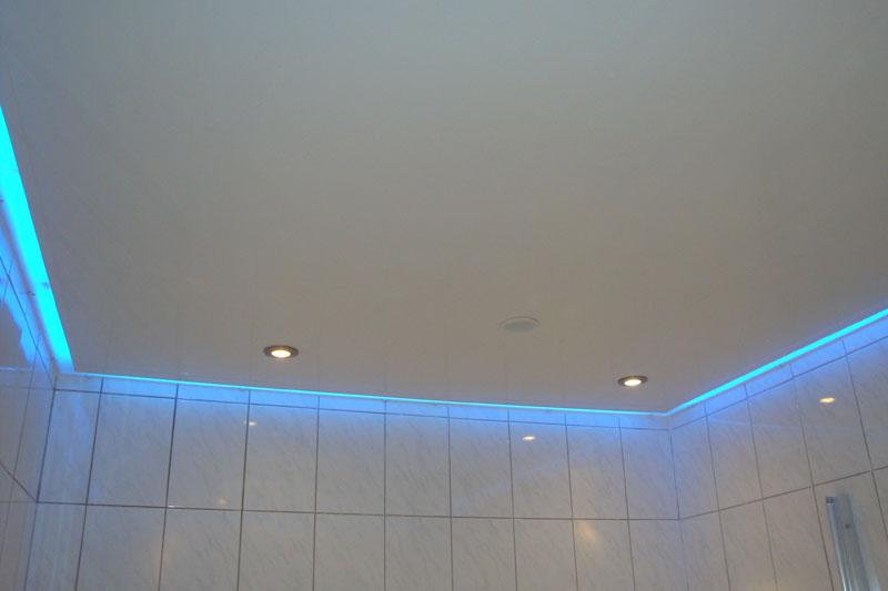 натяжной потолок сатин в ванной тут ещё